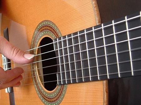 suonare chitarra